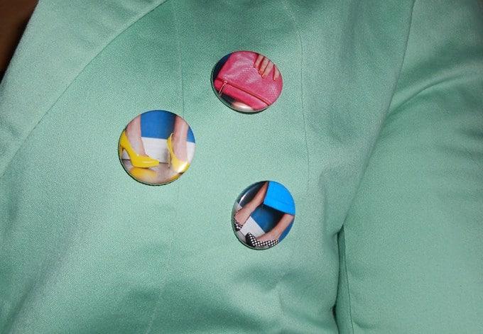 Le badge: l'accessoire printanier tendance par excellence.
