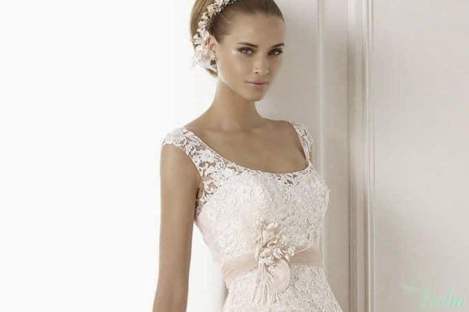 Robe de mariée à bretelles larges