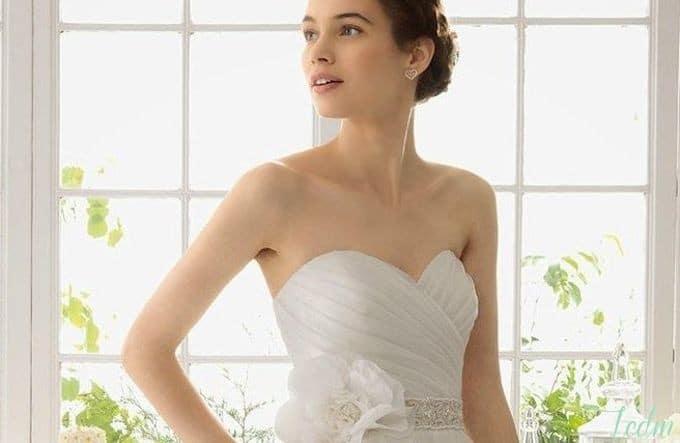 Robe de mariée bustier décolleté drapé