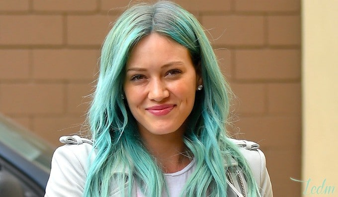 Cheveux turquoises Hilary Duff