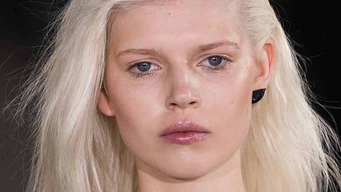 Tom Pecheux make-up oreille